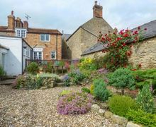 Snaptrip - Last minute cottages - Tasteful Snainton Cottage S59757 -