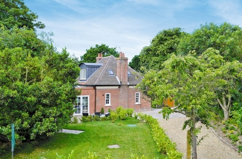 Snaptrip - Last minute cottages - Stunning Cromer Lodge S17112 -