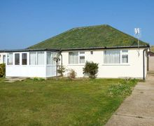 Snaptrip - Last minute cottages - Tasteful Eccles On Sea Cottage S58156 -