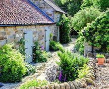 Snaptrip - Last minute cottages - Attractive Egton Grange Cottage S73557 -