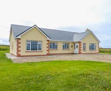 Snaptrip - Last minute cottages - Tasteful Ballina Cottage S61022 -
