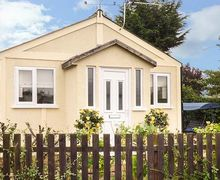 Snaptrip - Last minute cottages - Adorable Humberston Cottage S70938 -