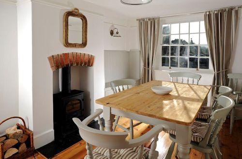 Snaptrip - Last minute cottages - Tasteful Bridport Ropemakers S1440 - Dining area