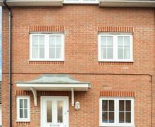 Snaptrip - Last minute cottages - Quaint Chichester Cottage S77425 -