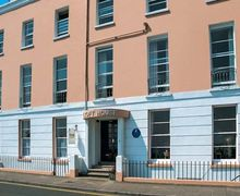 Snaptrip - Last minute cottages - Attractive Tenby Rental S13108 -