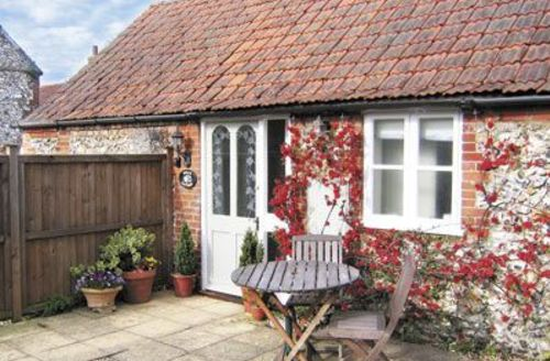 Snaptrip - Last minute cottages - Wonderful Fakenham Cottage S17217 -