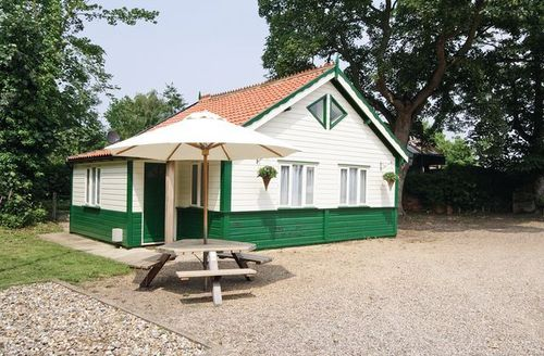 Snaptrip - Last minute cottages - Stunning Great Yarmouth Lodge S17228 -