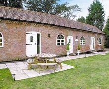 Snaptrip - Last minute cottages - Stunning Great Yarmouth Cottage S17230 -