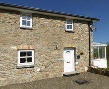 Snaptrip - Last minute cottages - Tasteful Llanllwni Cottage S33614 -