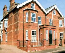 Snaptrip - Last minute cottages - Attractive Mundesley Cottage S37213 -