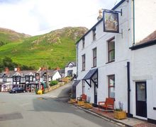 Snaptrip - Last minute cottages - Charming Dwygyfylchi Apartment S6975 -