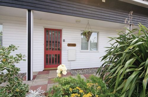 Snaptrip - Last minute cottages - Inviting Happisburgh Cottage S17251 -