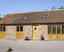 Snaptrip - Last minute cottages - Wonderful Newark Barn S2161 -