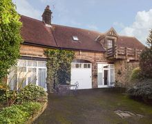 Snaptrip - Last minute cottages - Quaint Darley Dale Cottage S46036 -