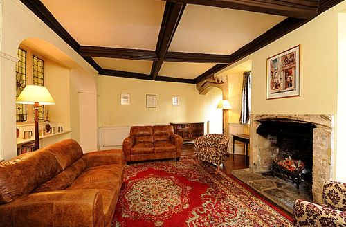 Snaptrip - Last minute cottages - Beautiful Wells Close S1448 - Tradionally furnished living room