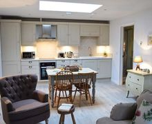 Snaptrip - Last minute cottages - Excellent Fareham Cottage S77502 -