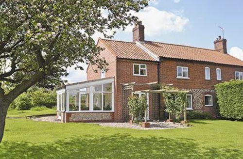 Snaptrip - Last minute cottages - Quaint Holt Cottage S17349 -