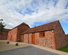 Snaptrip - Last minute cottages - Inviting Bridgwater Barn S7467 -