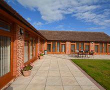 Snaptrip - Last minute cottages - Beautiful Bridgwater Barn S9114 -