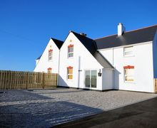 Snaptrip - Holiday cottages - Wonderful Newquay House S8036 -