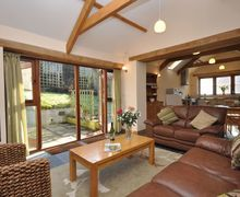 Snaptrip - Last minute cottages - Delightful Launceston Barn S8099 -