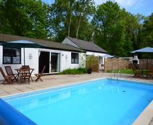 Snaptrip - Last minute cottages - Luxury Norwich Bungalow S7560 -