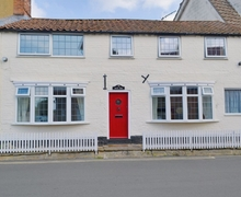 Snaptrip - Last minute cottages - Inviting Horning Cottage S17395 -