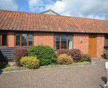 Snaptrip - Last minute cottages - Splendid Ipswich Barn S9471 -