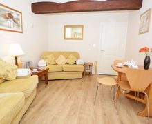 Snaptrip - Last minute cottages - Exquisite Wigton Apartment S41891 -