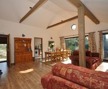 Snaptrip - Last minute cottages - Gorgeous Cheltenham Log Cabin S25917 -