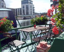 Snaptrip - Last minute cottages - Wonderful Edinburgh Apartment S25310 -