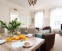 Snaptrip - Last minute cottages - Delightful Edinburgh Apartment S25837 -