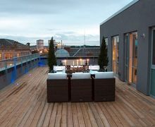 Snaptrip - Last minute cottages - Cosy Glasgow Apartment S26655 -