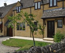 Snaptrip - Last minute cottages - Inviting Moreton In Marsh House S26146 -