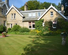 Snaptrip - Last minute cottages - Attractive Galashiels House S25925 -