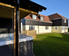 Snaptrip - Last minute cottages - Luxury Ashford House S37332 -