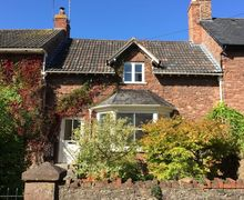 Snaptrip - Last minute cottages - Wonderful Taunton House S42502 -
