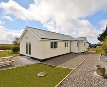 Snaptrip - Last minute cottages - Gorgeous Bude Bungalow S50103 -