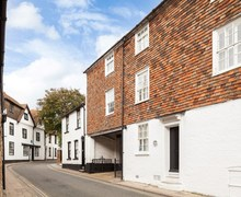 Snaptrip - Last minute cottages - Inviting Rye House S49904 -
