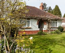 Snaptrip - Last minute cottages - Splendid Ringwood Bungalow S45593 -