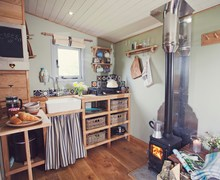 Snaptrip - Last minute cottages - Delightful Builth Wells Log Cabin S50520 -
