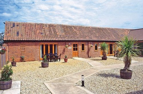 Snaptrip - Last minute cottages - Quaint Melton Constable Cottage S17506 -