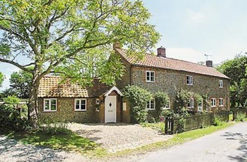 Snaptrip - Last minute cottages - Attractive Melton Constable Cottage S17518 -