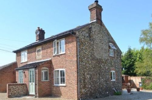 Snaptrip - Last minute cottages - Wonderful Melton Constable Cottage S17529 -