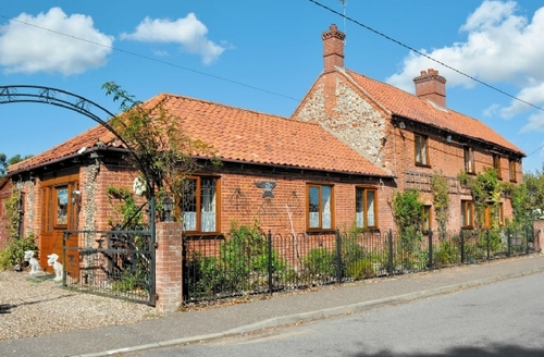 Snaptrip - Last minute cottages - Inviting Melton Constable Cottage S17532 -
