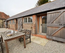 Snaptrip - Last minute cottages - Captivating Wareham Barn S72804 -
