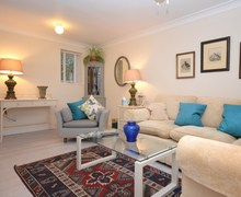 Snaptrip - Last minute cottages - Inviting Torquay House S70628 -