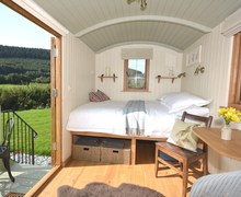 Snaptrip - Last minute cottages - Cosy Crickhowell Log Cabin S71591 -