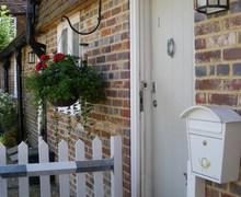 Snaptrip - Last minute cottages - Beautiful Burwash Cottage S72508 -