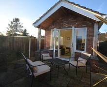 Snaptrip - Last minute cottages - Wonderful Norwich Bungalow S75557 -